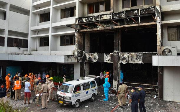 Mueren 11 pacientes con COVID-19 en un incendio en la India