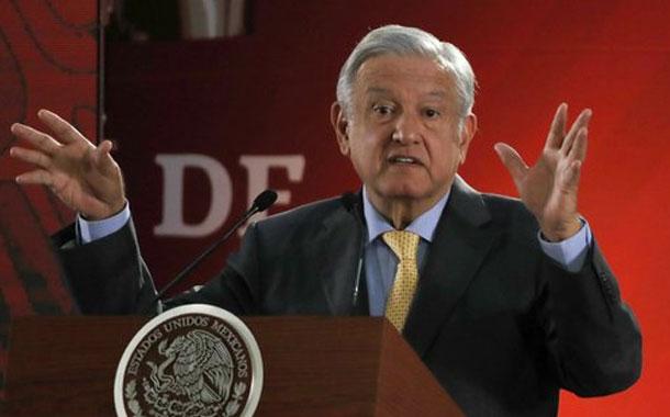 Video revela a hermano del presidente mexicano recibiendo dinero para campaña