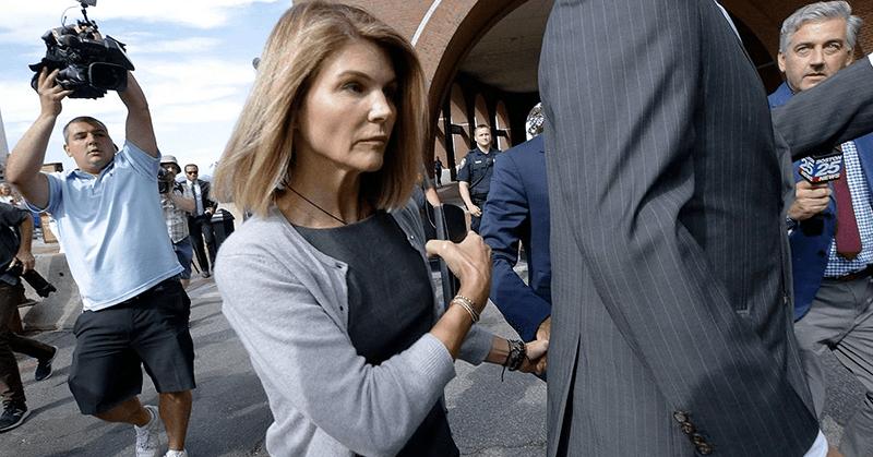 La actriz Lori Loughlin es condenada a prisión por fraude universitario
