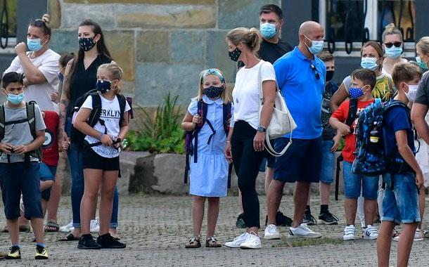 OMS: Niños entre 6 y 11 años también deben usar mascarillas