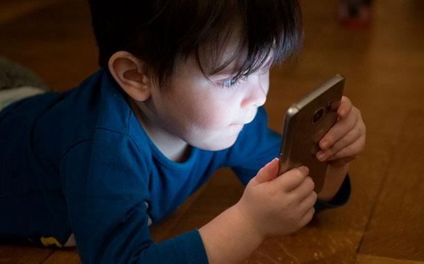 Alertan de riesgos en línea para los niños durante la pandemia
