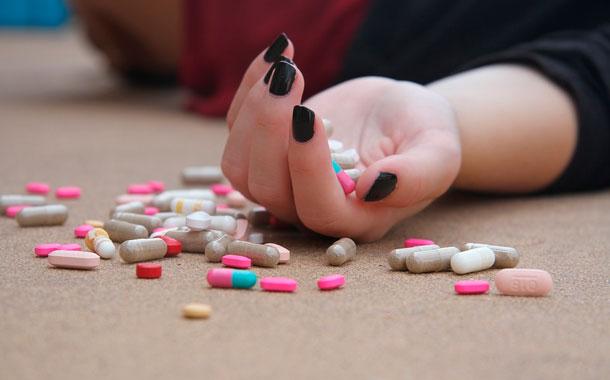Mujer de 18 años se habría suicidado porque tenía coronavirus y el novio la dejó