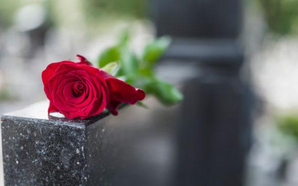 Una mujer aparece viva una semana después de su funeral