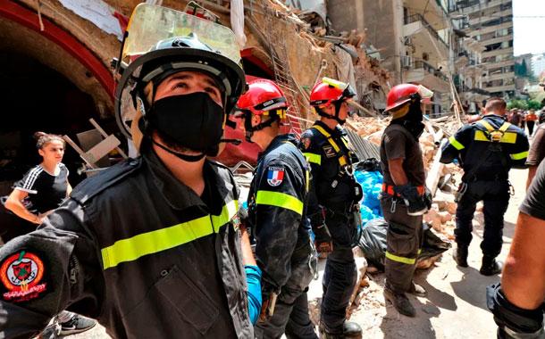 Rescatan a niña que pasó 24 horas bajo los escombros en Beirut