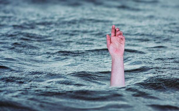 Padre de familia se ahoga al tratar de salvar a 3 de sus hijos