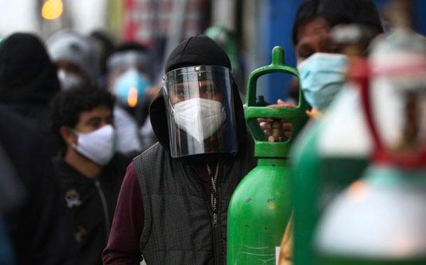 Covid-19 colapsa sistema sanitario en Perú y obliga a contratar personal extranjero