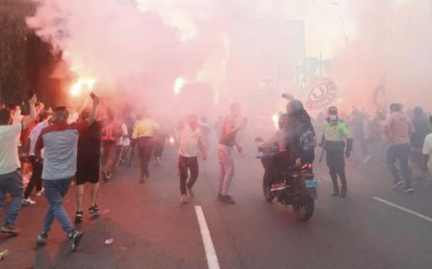 Perú suspendió el reinicio de la Liga de fútbol por culpa de hinchas