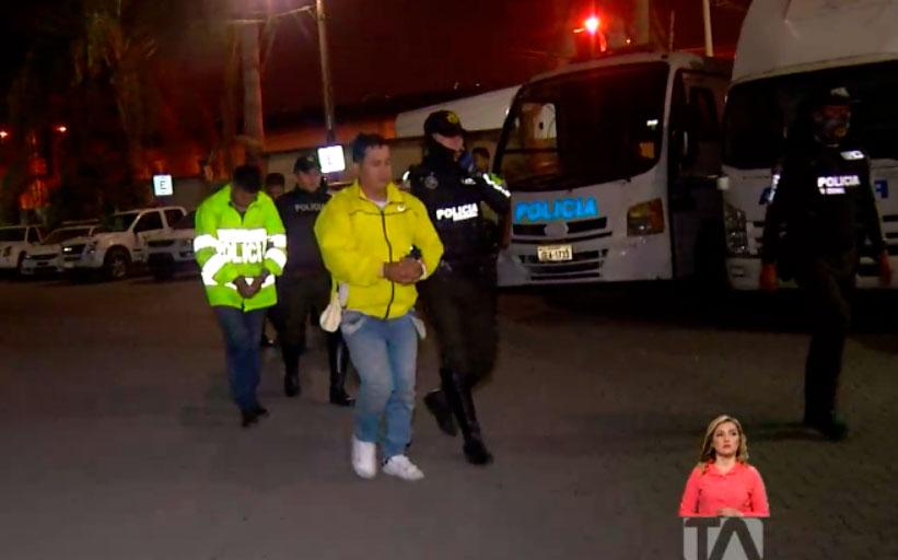 Sujetos disfrazados como policías asaltaron en una gasolinera