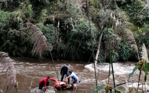 Sigue desaparecido comerciante que cayó al río Carchi