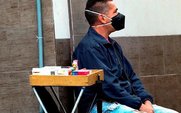 Ley para indemnizar a las tabacaleras por el contrabando bajo la lupa en Ecuador