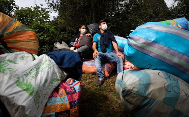 Miles de venezolanos abandonan Colombia