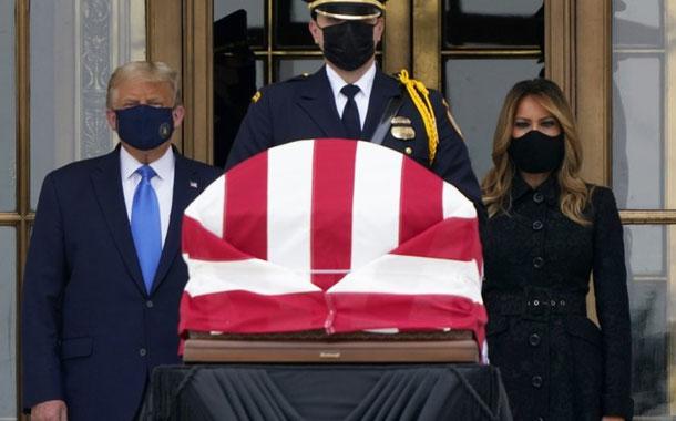 Abuchean a Trump mientras rinde honores a la jueza Ginsburg