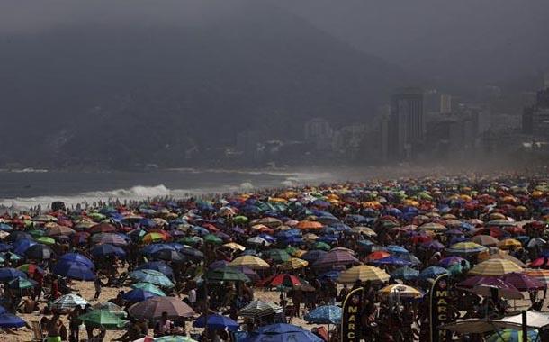 Pandemia: Brasil llena sus playas en feriado por independencia