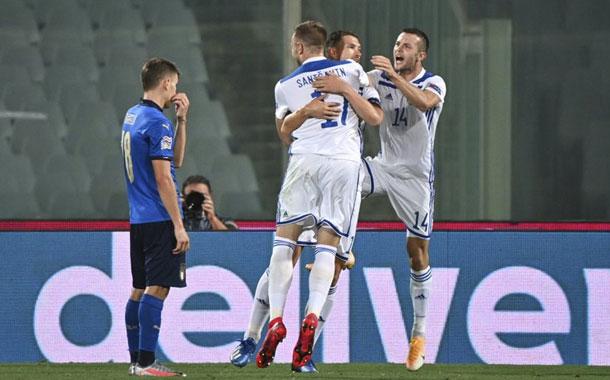 Italia empata con Bosnia, que le corta su racha de triunfos