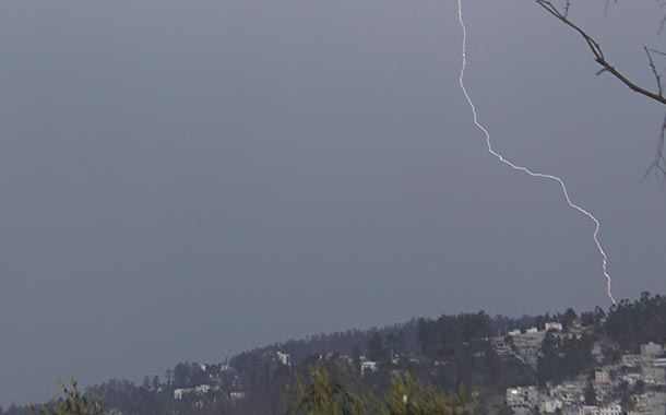 Fuerte lluvia en Quito inunda varias zonas del sur