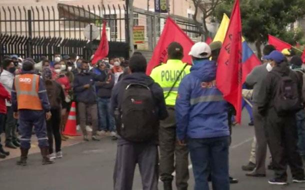 Trabajadores realizaron un plantón en los exteriores de la Epmmop