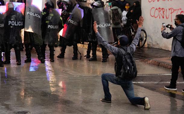 Grupos sociales salieron a las calles en contra de las medidas del Gobierno