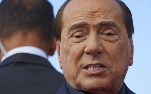 Silvio Berlusconi permanece hospitalizado por coronavirus