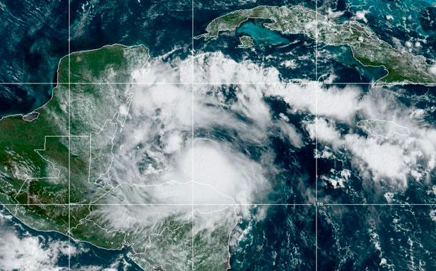 Tormenta Nana se dirige a Belice; podría tornarse en huracán