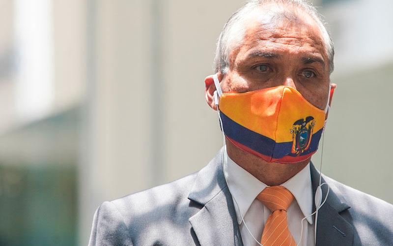 Fabricio Correa renuncia a su precandidatura a la presidencia