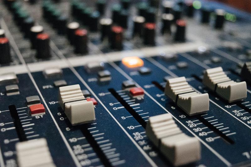 El concurso público de frecuencias de radio está en su fase final