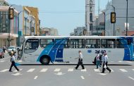 Gran movimiento vehicular se observa en las principales calles de Guayaquil
