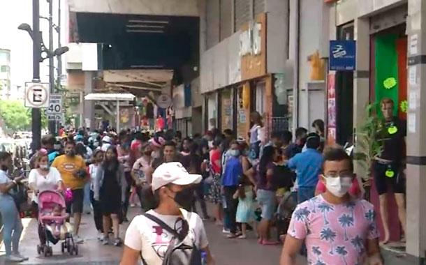 Guayaquil registró un fuerte movimiento comercial y vehicular