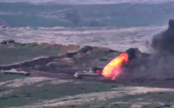 Armenia y Azerbaiyán  al borde de la guerra con violentos combates en Nagorno Karabaj