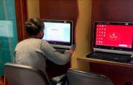 Hotel ofrece computadoras e internet para que jóvenes reciban clases