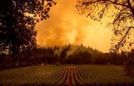 La brisa da un respiro a los bomberos de California