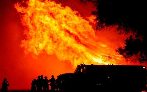 Incendios en EE.UU. dejan al menos 30 muertos