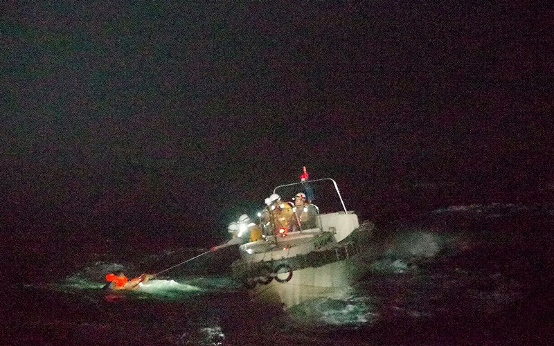 Barco carguero en Japón se hundió con 43 tripulantes y casi 6.000 vacas