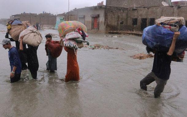 Sube a 48 saldo de muertes por inundaciones en Pakistán