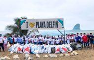 Comunidad y empresa privada unen esfuerzos para limpiar playa