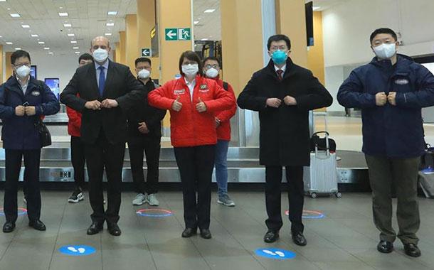Llega a Perú vacuna china para iniciar ensayo con 6.000 voluntarios