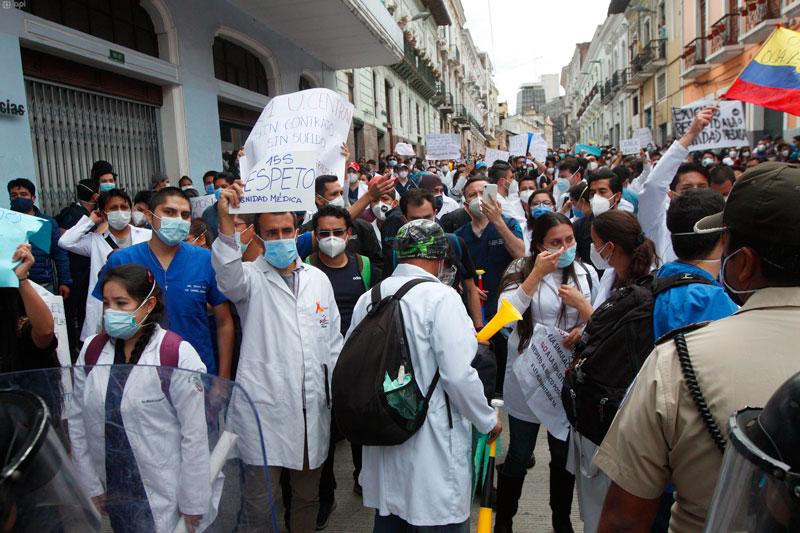 Médicos posgradistas se manifestaron para exigir el pago de sus salarios
