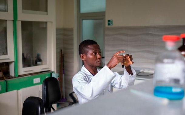 OMS apoya la investigación de remedios naturales contra el COVID-19 en África