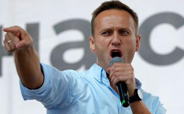 Ruso Navalny sale del coma inducido en Alemania