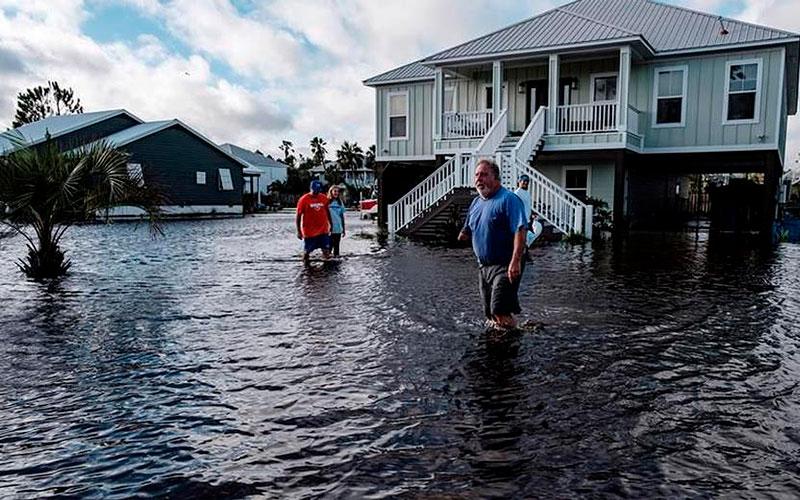 El paso del huracán Sally es lento y provoca extensas inundaciones