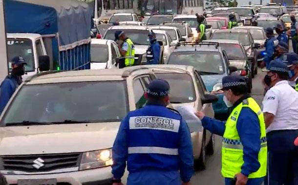 En Guayaquil se mantiene la restricción de movilidad pero no en cantones vecinos