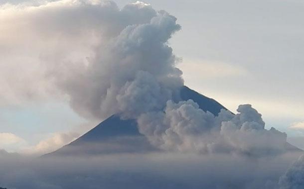 Nuevas explosiones se producen en el volcán Sangay