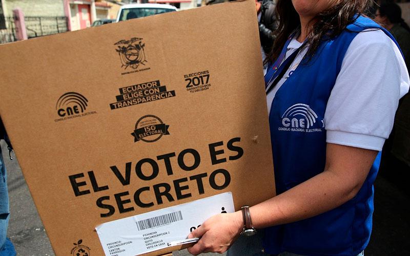 Ecuador supera barrera de los 7.000 muertos y los casos suben 1.526 en un día