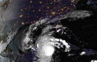 Huracán Delta toca tierra y amenaza con subir de categoría