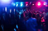 Jóvenes organizan fiesta con un solo requisito: haber dado positivo para COVID