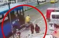 Bus urbano atropella a ciclista luego de rebasar a otra unidad en Quito