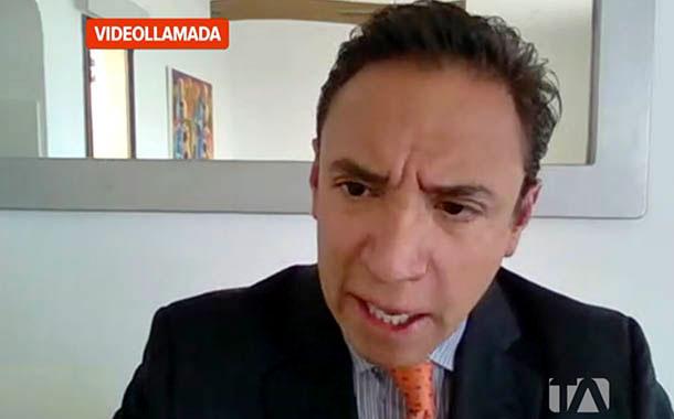 Chérrez ofrece devolver los bonos de las millonarias inversiones
