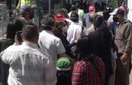 Largas filas se evidencian en los exteriores del IESS