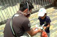 Hinchas de El Nacional ayudan a personas de escasos recursos