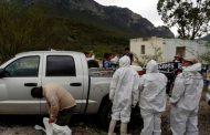Hallan 13 cadáveres amontonados en dos camionetas en México