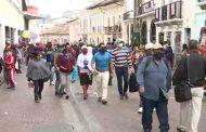 Decenas de ciudadanos transitan por las calles sin cumplir distanciamiento